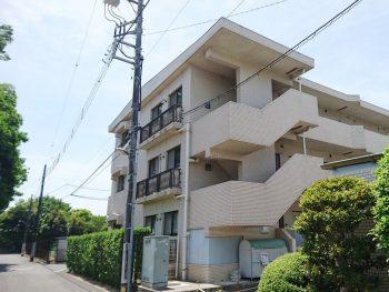 3階建てのアパート